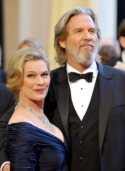 Actor Jeff Bridges (R) and wife Susan arrive at the 83rd Annual Academy Awards held at the Kodak Theatre on February 27, 2011 in Hollywood, California.