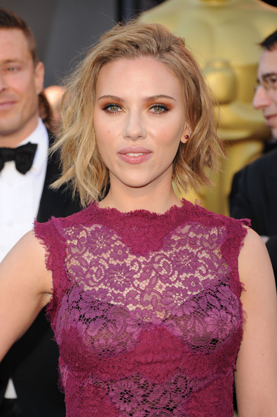 Actress Scarlett Johansson arrives at the 83rd Annual Academy Awards held at the Kodak Theatre on February 27, 2011 in Hollywood, California.