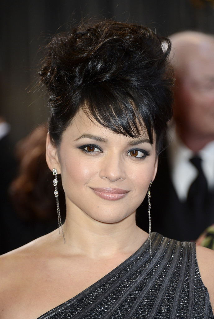 Norah Jones in Red Carpet Arrivals at the Oscars - Zimbio