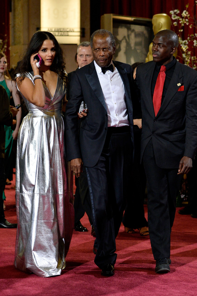 Robert De Niro also 47 further Harrison Ford Et Calista Flockhart besides Oscars Academy Awards Red Carpet Dresses Backstage  image Number 13 in addition Sydney Poitier. on sidney poitier and angelina jolie oscars 2014