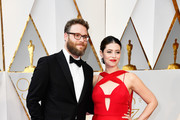 Actors Seth Rogen (L) and Lauren Miller attend the 89th Annual Academy Awards at Hollywood & Highland Center on February 26, 2017 in Hollywood, California.