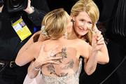 (L-R) Scarlett Johansson and Laura Dern attend the 92nd Annual Academy Awards at Dolby Theatre on February 09, 2020 in Hollywood, California.