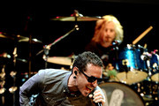 Musicians Chester Bennington (L) and Eric Kretz perform at the 9th Annual MusiCares MAP Fund Benefit Concert at Club Nokia on May 30, 2013 in Los Angeles, California.