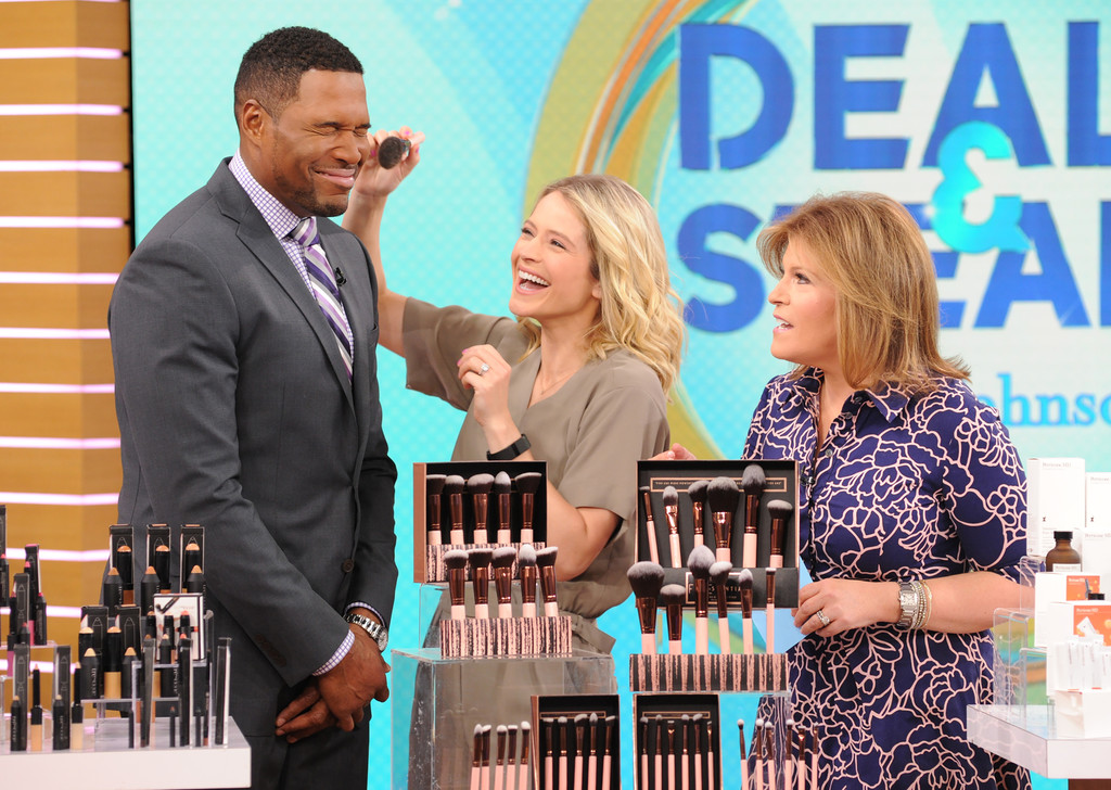 Michael Strahan Sara Haines Tory Johnson Michael Strahan And Sara Haines Photos Abc S Good Morning America 2017 Zimbio