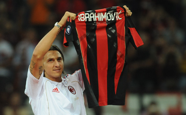 New signing Zlatan Ibrahimovic holds up his shirt during the Serie A match between AC Milan and Lecce at Stadio Giuseppe Meazza on August 29, 2010 in Milan, Italy.