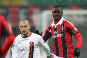 Cristian Zapata (R) of Milan competes for the ball with Alessio Campagnacci of Reggina during the TIM Cup match between AC Milan and Reggina Calcio at San Siro Stadium on December 13, 2012 in Milan, Italy.