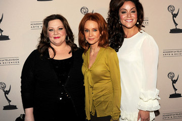 """Swoosie Kurtz Katy Mixon The Academy Of Television Arts & Sciences Presents An Evening With """"Mike & Molly"""" - Arrivals"""