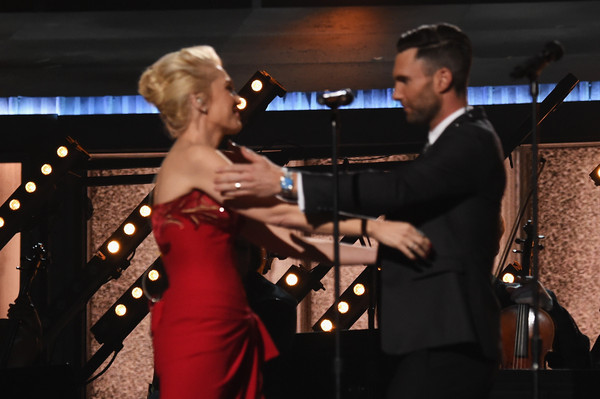 gwen stefani dating adam levine Gwen stefani and blake shelton have confirmed dating rumours gwen and blake have previously been coy about their relationship status despite looking close on a number of occasions, including adam levine's halloween party on saturday.