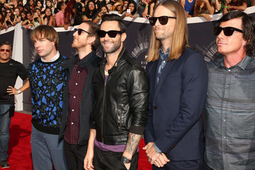 Adam Levine Mickey Madden Arrivals at the MTV Video Music Awards — Part 2