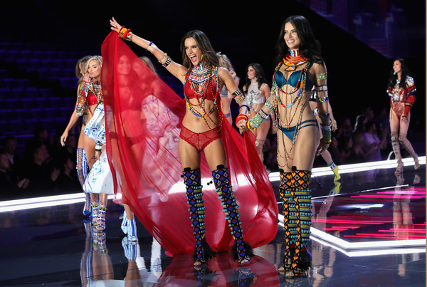 Swarovski Sparkles in the 2017 Victoria's Secret Fashion Show [performance,entertainment,performing arts,performance art,fashion,dancer,event,public event,stage,fashion design,angels,alessandra ambrosio,adriana lima,swarovski sparkles,runway,mercedes-benz arena,shanghai,china,victorias secret,victorias secret fashion show]