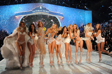 Adriana Lima Doutzen Kroes 2013 Victoria's Secret Fashion Show - Show