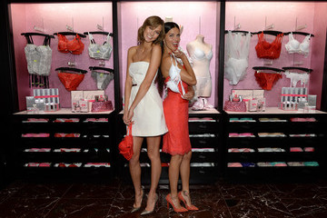 Adriana Lima Karlie Kloss Victoria's Secret Angels Celebrate the Holidays