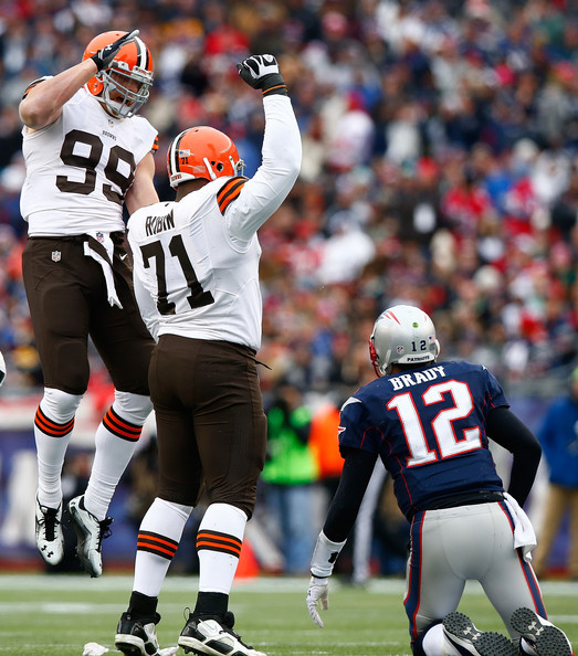 http://www2.pictures.zimbio.com/gi/Ahtyba+Rubin+Cleveland+Browns+v+New+England+LXfntes0820l.jpg