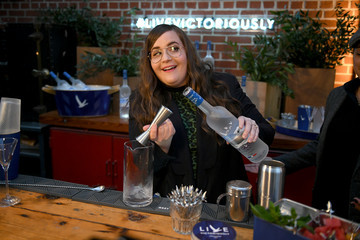 Aidy Bryant Grey Goose Takes Over New York Happy Hour To Launch Live Victoriously