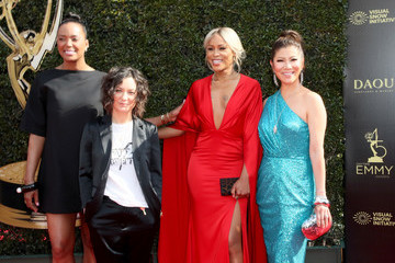 Aisha Tyler Sara Gilbert 45th Annual Daytime Emmy Awards - Arrivals