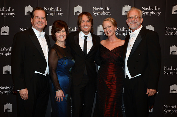 Keith Urban Accepts Nashville Symphony Harmony Award