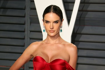 Alessandra Ambrosio 2017 Vanity Fair Oscar Party Hosted By Graydon ...