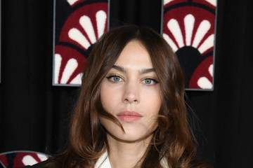Alexa Chung Miu Miu : Photocall - Paris Fashion Week Womenswear Fall/Winter 2020/2021