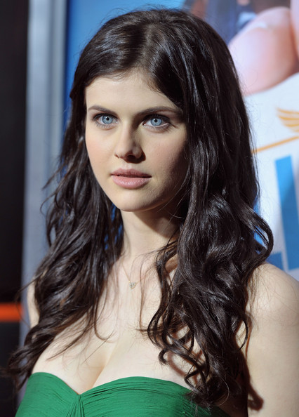 "Alexandra Daddario - Premiere Of Warner Bros. ""Hall Pass"" - Red Carpet"