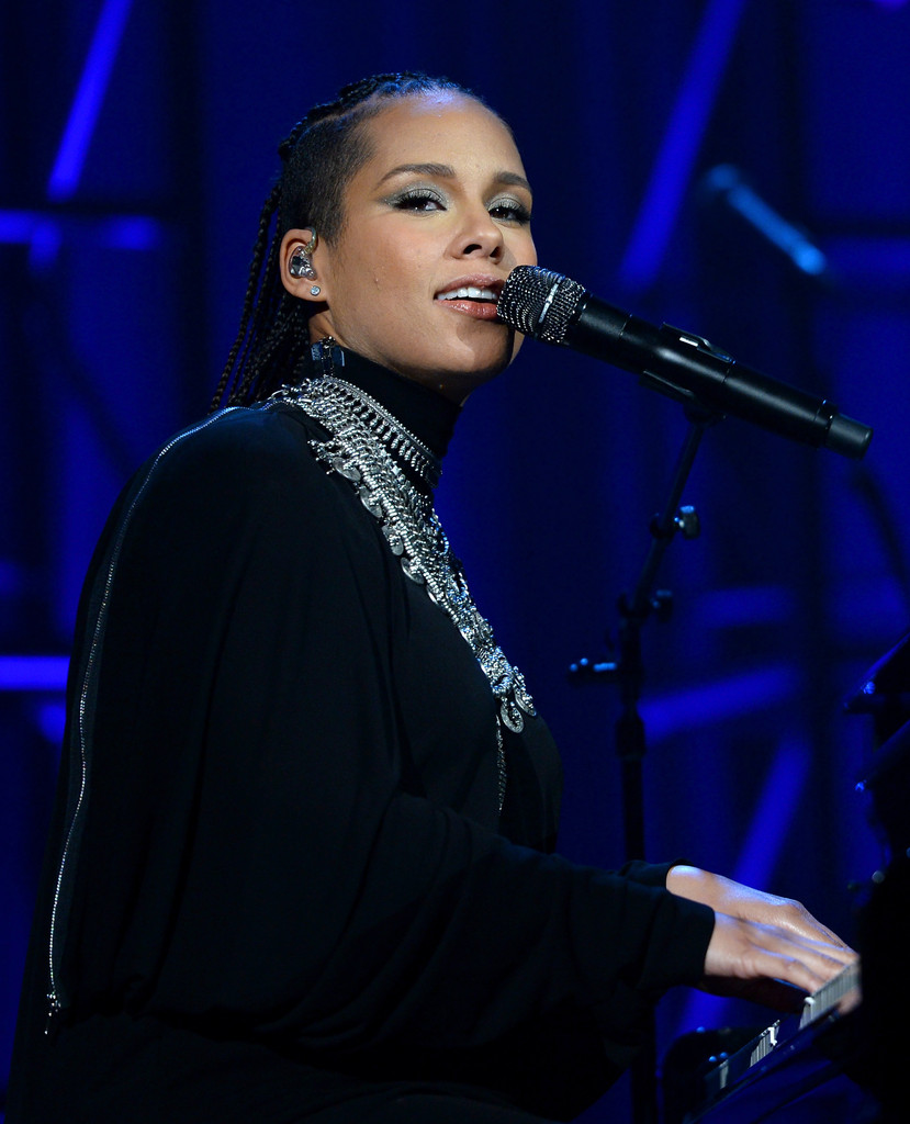 http://www2.pictures.zimbio.com/gi/Alicia+Keys+Gabrielle+Angel+Foundation+Hosts+wKCQIW9ruPFx.jpg