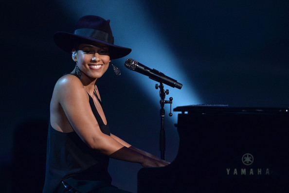 http://www2.pictures.zimbio.com/gi/Alicia+Keys+Night+Changed+America+GRAMMY+Salute+le5HFyVWJewl.jpg