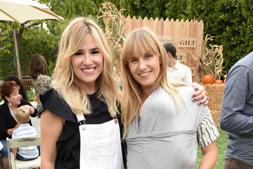 Alli Webb GILT & Foodstirs Celebrate Exclusive Cupcake Kit With Sarah Michelle Gellar