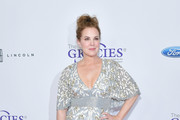 Elizabeth Perkins Photos Photo