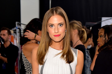 Allison Williams Diane Von Furstenberg - Backstage - Mercedes-Benz Fashion Week Spring 2015