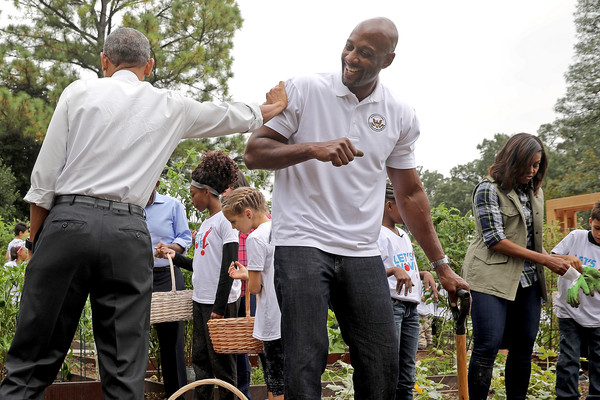 Alonzo Mourning Photos Photos Michelle Obama Helps Students