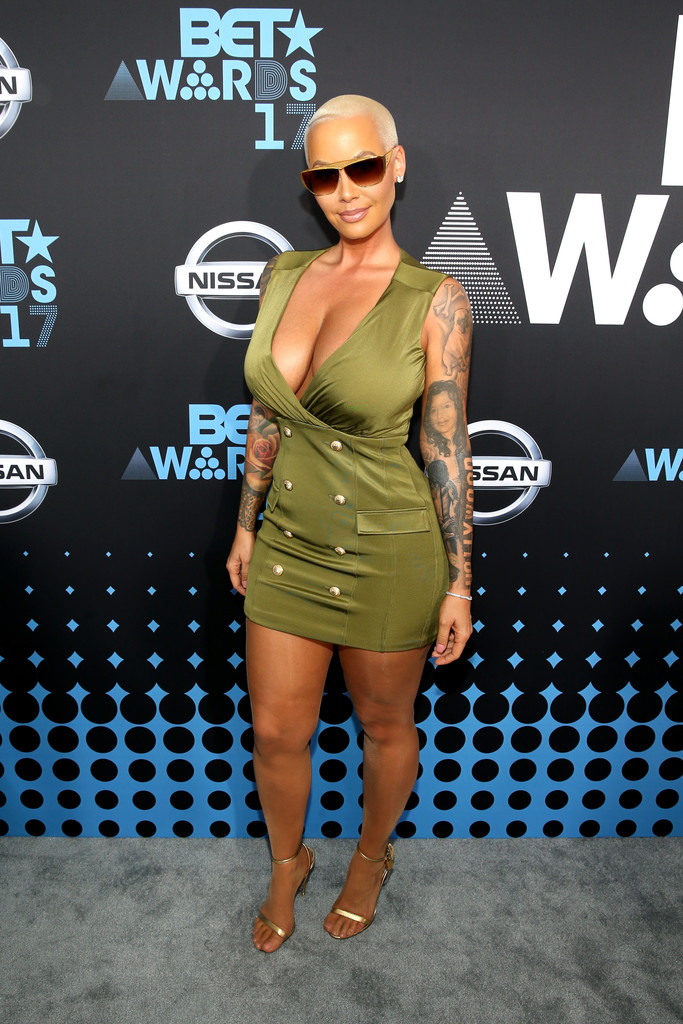 Amber+Rose+2017+BET+Awards+Red+Carpet+XTcTlS0ogPJx.jpg