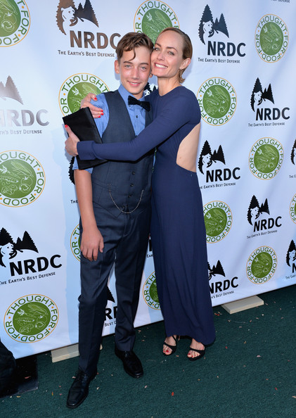'Thought for Food' Benefit in Santa Monica [green,event,carpet,suit,formal wear,award,premiere,style,natural resources defense council,thought for food,ndrc food for thought benefit,eating,santa monica,california,amber valletta,auden mccaw,r]