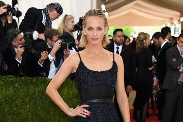Amber Valletta 'Manus x Machina: Fashion In An Age of Technology' Costume Institute Gala - Arrivals