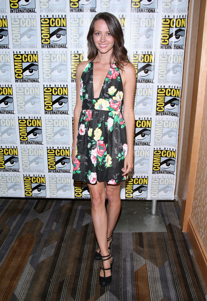 Amy Acker Photos Photos Person Of Interest Press Line Comic