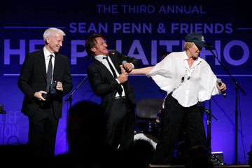Anderson Cooper 3rd Annual Sean Penn & Friends HELP HAITI HOME Gala Benefiting J/P HRO Presented By Giorgio Armani - Inside
