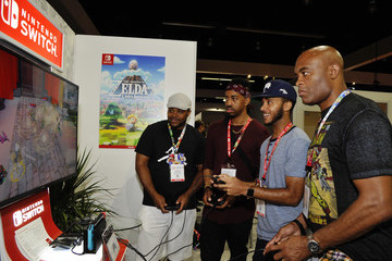 Anderson Silva Nintendo Demos New Titles For Nintendo Switch For Celebrities At 2019 E3 Gaming Convention