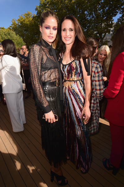 Andie Macdowell Photos Photos Le Defile L Oreal Paris After