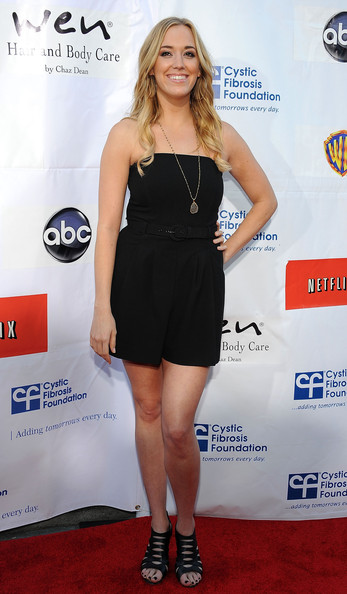 andrea bowen height