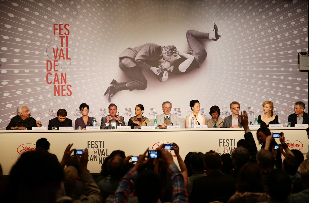http://www2.pictures.zimbio.com/gi/Ang+Lee+Daniel+Auteuil+Jury+Photo+Call+Cannes+qnuW37h8b34x.jpg