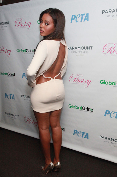 Angela Simmons body measurements & size - from feet to weight