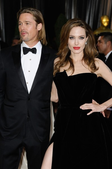 http://www2.pictures.zimbio.com/gi/Angelina+Jolie+84th+Annual+Academy+Awards+-rGuskmBihYl.jpg