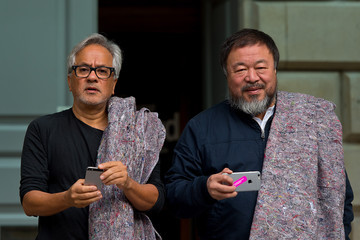 Anish Kapoor Artists Anish Kapoor and Ai Weiwei Walk Out of London Showing Solidarity With the Migrants