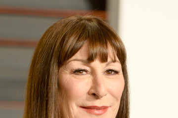 Anjelica Huston Arrivals at the Elton John AIDS Foundation Oscars Viewing Party — Part 5
