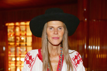 Anna dello Russo Lampoon At The Stage