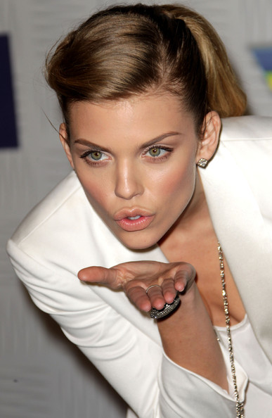 http://www2.pictures.zimbio.com/gi/AnnaLynne+McCord+Spike+TV+2010+Video+Game+PwRdKFTWrkNl.jpg