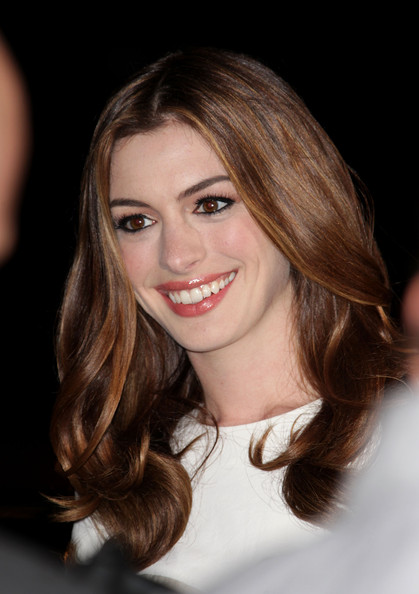 anne hathaway wallpapers widescreen. anne hathaway wallpapers widescreen. anne hathaway love other drugs