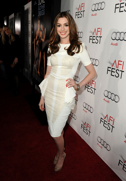 Anne Hathaway at Movie Premiere. Posted on November 6, 2010 by