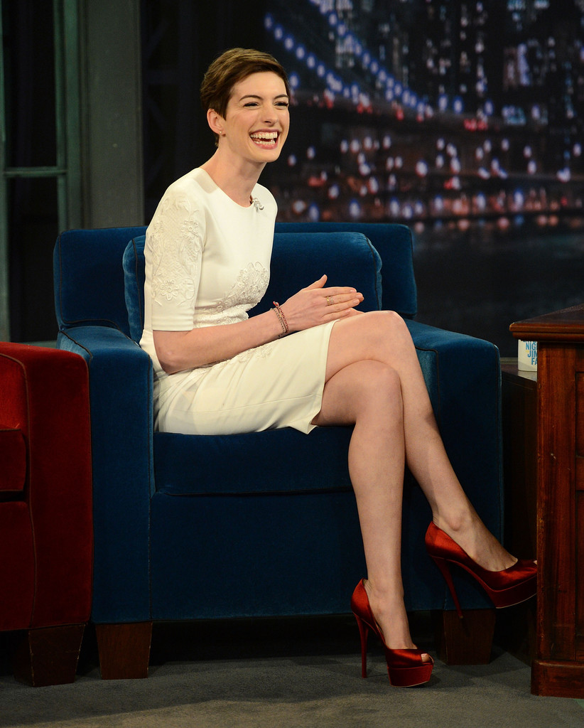 "Anne Hathaway Visits ""Late"