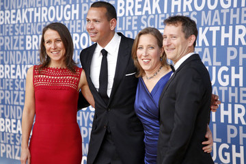 Anne Wojcicki 2017 Breakthrough Prize - Red Carpet