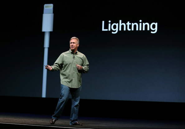 http://www2.pictures.zimbio.com/gi/Apple+Introduces+iPhone+5+JrOWLXZ0Yt7l.jpg