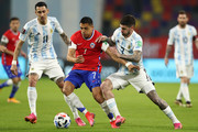 Alexis Sanchez of Chile fights for the ball with Angel Di Maria and Rodrigo De Paul of Argentina during a match between Argentina and Chile as part of South American Qualifiers for Qatar 2022 at Estadio Unico Madre de Ciudades on June 03, 2021 in Santiago del Estero, Argentina.